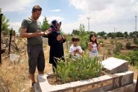 Babalar Günü'nde mezarlıklarda anlamlı ziyaret