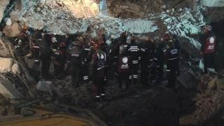 Depremde bir kişinin daha cansız bedenine ulaşıldı