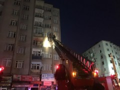 Elazığ'da 5 katlı binada yıkılma tehlikesi