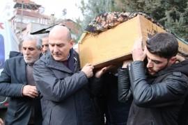 Enkazdan son çıkartılan yaşlı kadının cenaze namazı kılındı