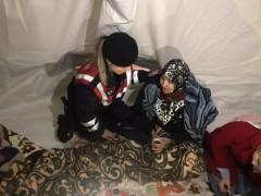 Köy köy gezen jandarma, depremzedelerin acısına ortak oluyor