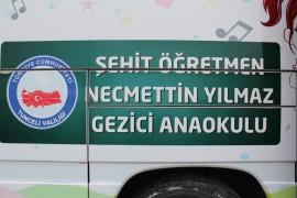 Şehit öğretmen adına yapılan gezici okul, depremzede çocuklar için görevde