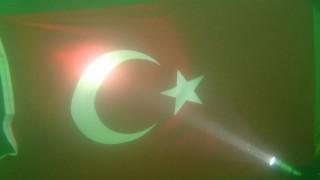 Dalgıçlar, baraj gölünün 30 metre altında Türk bayrağı açtı