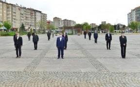 Elazığ'da sosyal mesafeli 23 Nisan kutlaması