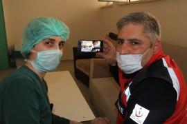 """Fedakar sağlıkçılar, çocuklarının doğum gününü """"Online"""" kutladı"""