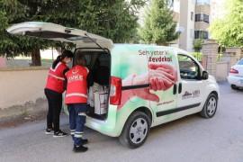 Elazığ'da Vefa ekibi badem şekeri ve ışkınla gönüllere dokundu
