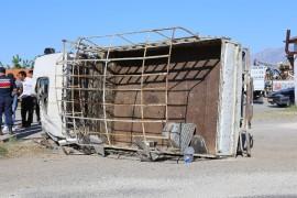 Elazığ'da pikap devrildi: 1'i ağır 3 yaralı