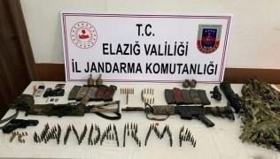 Etkisiz hale getirilen 2 teröristten, silah ve bombaların yanı sıra gizlenme kamuflajı ele geçirildi