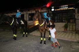 Elazığ'da atlı jandarma timi  moral görevini sürdürüyor