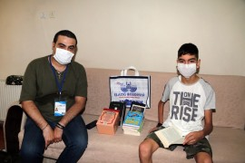 Hastalığına rağmen iki günde bir kitap bitiren Bedirhan örnek oluyor