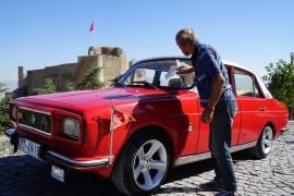 Bin TL'ye aldığı hurdadan muhteşem bir otomobil çıktı