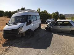Elazığ'da minibüs ile otomobil çarpıştı: 1'i ağır 6 yaralı