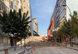 Elazığ'da Gazi Caddesi,yıkım çalışması nedeniyle kısmen kapatıldı