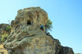 """Elazığ'da dikkat çeken """"Delikli Kaya"""""""
