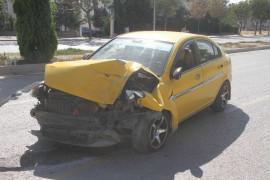 Elazığ'da hafif ticari araç ile otomobil çarpıştı:3 yaralı