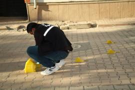 Elazığ'da magandalar sokakta silahla ateş açtı, kurşunlar 2 araca isabet etti
