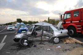 Elazığ'da otomobiller çarpıştı: 1 ölü, 2 yaralı