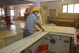 Elazığ Belediyesi, durak, bank ve çeşitli mobilyaları kendi bünyesinde üretiyor