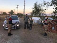 Jandarma ekibi devriyede, kayıp engelli çocuğu buldu