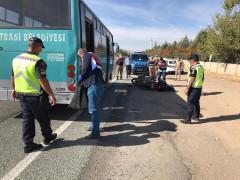 Motosiklet, otobüse çarptı: 1 ağır yaralı