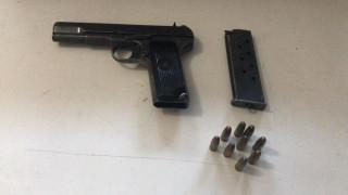 Otomobilin koltuğuna gizlenen tabanca ele geçirildi