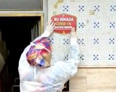 Elazığ'da Covid-19 vakası çıkan evlere uyarı etiketi