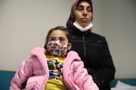 Elazığ'da enkazdan 28 saat sonra kurtulan anne Ayşe ve Yüsra Bebek, depremin izleriyle yaşıyor