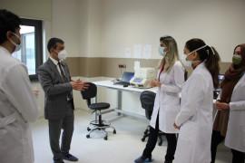 Vakaların yüzde 70 düştüğü Elazığ'da, şehir hastanesine ikinci PCR cihazı kuruldu