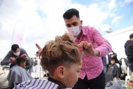 Berberler, depremzede çocuklara hizmet vermek için sıraya girdi