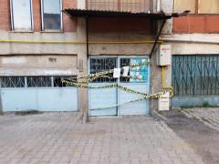 Elazığ Karakoçan'da 5 katlı apartman karantinaya alındı