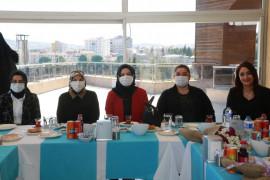 Elazığ belediyesi kadın meclisi, sağlık çalışanlarını ağırladı