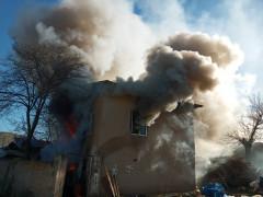 Elazığ'da 2 katlı ev yangında, kullanılamaz hale geldi