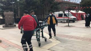 Elazığ'da bıçaklı kavga, 2 yaralıya ilk müdahale aşı çadırında yapıldı