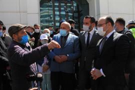 Elazığ'da vatandaşın protokolle diyaloğu herkese kahkaha attırdı
