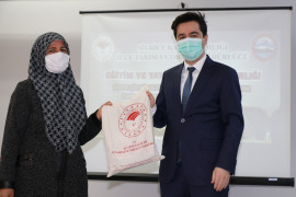 Elazığ'da üreticilere bamya tohumu dağıtıldı