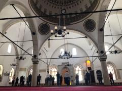 558 yıllık camide bir yılın ardından ilk cuma kılındı