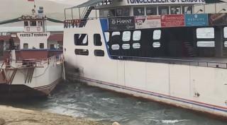 Elazığ'da fırtına nedeniyle savrulan feribotlar çarpıştı