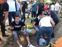 Elazığ'da minibüs, otomobil ve motosiklet kaza yaptı: 19 yaralı