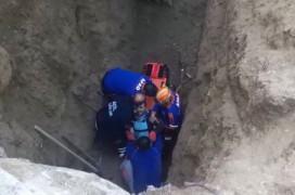 Elazığ'da toprak altında kalan 2 işçi kurtarıldı