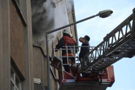 Elazığ'da ev yangını: 3 kişi dumandan etkilendi