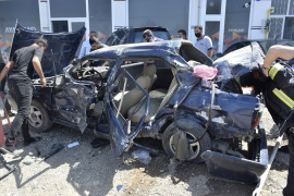 Elazığ'da kamyonete arkadan çarpan otomobil hurdaya döndü: 2 yaralı