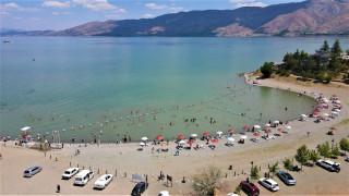 """Doğu'nun gizli denizi """"Hazar Gölü"""" tatilcilerin akınına uğradı"""