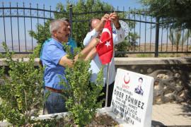 Elazığ'da 15 Temmuz öncesi şehit mezarlıkları temizlendi