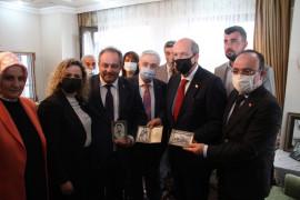 KKTC Cumhurbaşkanı Tatar, Nihat İlhan'ın evini ziyaret etti