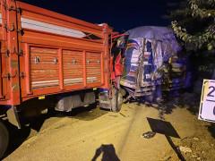 Kazada kamyon hurdaya döndü, sıkışan sürücüyü AFAD çıkardı
