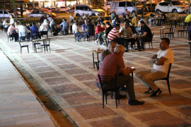 Kısıtlamaların kalktığı ilk akşamda vatandaşlar sokakları doldurdu